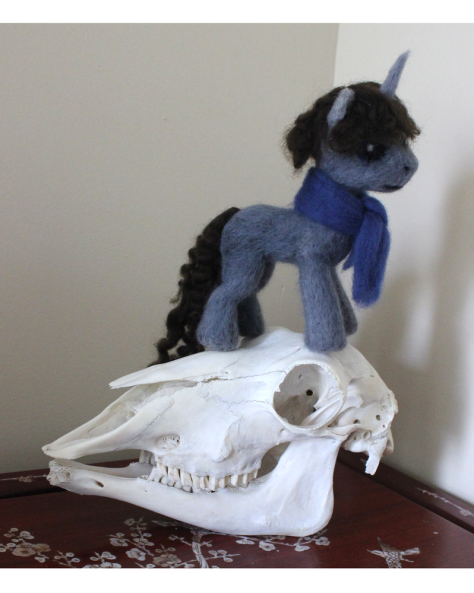 needlefelted_sherlock_on_sheep_skull_by_nucozih-d6cg50i