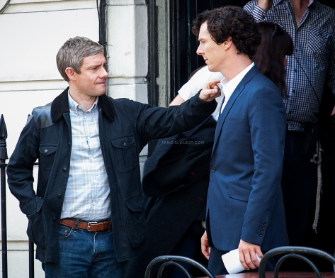 martin-freeman-benedict-cumberbatch-sherlock-filming-london-setlock